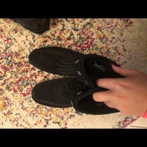 Short black Minnetonka boots